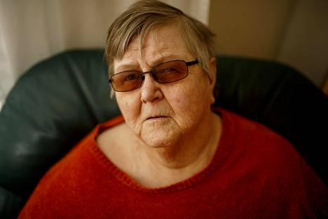 """Kaija Miettinen, 71, opiskeli 60-luvulla kehitysvammaisten nuorten koulukodissa Perttulassa. Hänet steriloitiin """"vajaamielisenä"""", kun hän oli 16-vuotias."""