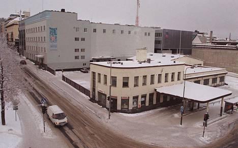Valtiontalon vieressä sijaitsi vielä vuonna 1998 huoltoasema, jonka paikalle suunniteltiin Jyväskylän uutta musiikki- ja taidekeskusta. Nyt paikalle on nousut asuin- ja liikekiinteistö Reimari.