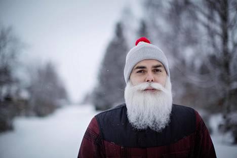 Brother Christmas eli Ari Koponen kuvattuna kotipihallaan Tuusulassa tammikuussa 2017.