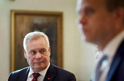 Antti Rinteen (vas.) johtaman Sdp:n kaula Petteri Orpon (oik.) kokoomukseen on yhä pieni mutta silti suurin lähes kahteen vuoteen, kertoo HS:n tuore puoluekannatuskysely.