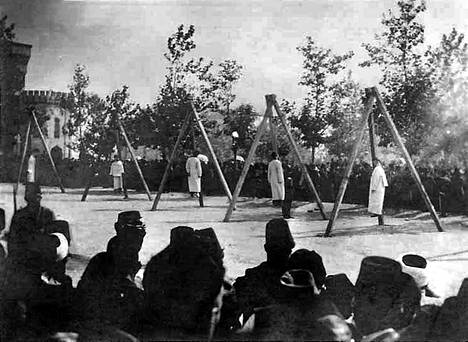Osmanit hirttivät armenialaisia kesäkuussa 1915 kesäkuussa Konstantinopolissa eli nykyisessä Istanbulissa.