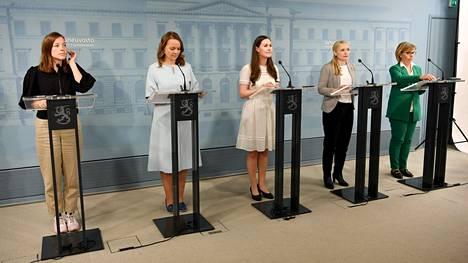 Selvä enemmistö suomalaisista arvioi Sanna Marinin hallituksen onnistuneen tehtävässään. Kuva kesäkuun alusta, jolloin Katri Kulmuni toimi vielä valtiovarainministerinä.