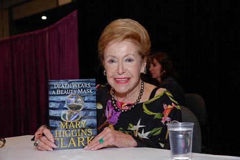 Mary Higgins Clark esitteli novellikokoelmaansa kirjamessuilla New Yorkissa toukokuussa 2015. Kokoelmaa ei ole suomennettu.