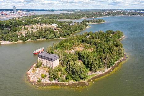 Valtion myymä Hylkysaari sijaitsee Korkeasaaren eteläpuolella, noin kahden kilometrin päässä Helsingin keskustasta.