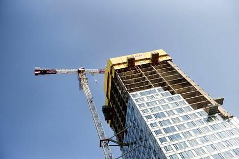 Redin ensimmäinen tornitalo on yhä kesken. Kuva syyskuulta.