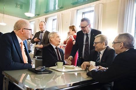 Eduskunnan kuppilassa kokoontuivat tiistaina kansanedustajat Antti Rinne (sd), Antero Laukkanen (kd), Pertti Salolainen (kok) ja Ben Zyskowicz (kok).