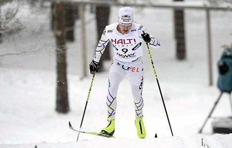 Sami Jauhojärvi joutui panemaan sprintissä välillä haarakäynniksi.