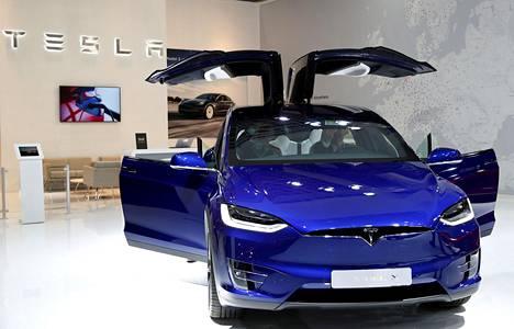 Tesla aikoo sallia bitcoin-kryptovaluutan maksuvälineenä aluksi Yhdysvalloissa.