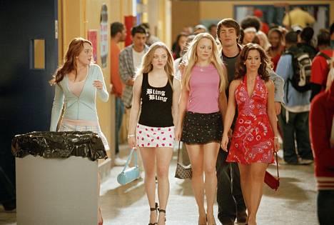 Mean Girls -elokuva tuli ensi-iltaan vuonna 2004. Lindsay Lohan yritti kovasti kuulua Amanda Seyfriedin, Rachel McAdamsin ja Lacey Chabertin porukkaan.