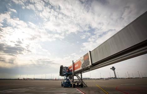 Uudella lentoasemalla on kaksi vierekkäistä kiitorataa. Pituutta on neljä kilometriä.