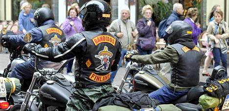 Bandidos on yksi maailman suurimpia jengejä. Suomen osaston jäsenet ajoivat Helsingin keskustassa.