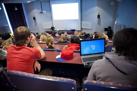 Opiskelijoita Laurea-ammattikorkeakoulussa Espoossa.