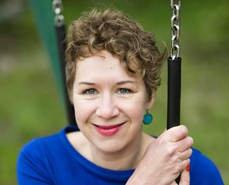 Laura Mannisen esikoisteos Kaikki anteeksi kilpailee Helsingin Sanomien palkinnosta.