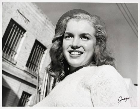 Valokuvaaja Joseph Jasgurin 1946 ottama kuva Norma Jean Doughertystä, joka tuli tunnetuksi Marilyn Monroena.