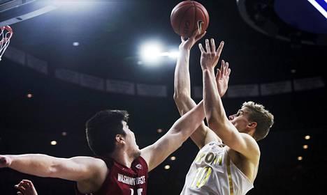 Lauri Markkanen pelasi tammikuussa kotiottelussa Washingtonia vastaan. Arizona voitti ottelun 79–62.