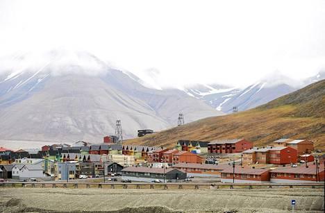 Katunäkymää Longyearbyenissä Länsimaan saarella Huippuvuorilla.
