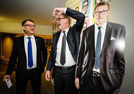 Pääministeri Juha Sipilä (vas.) ja presidenttiehdokas Matti Vanhanen puoluetoimistolla vaalipäivänä 28. tammikuuta.