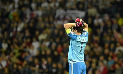 Espanjan maalivahdilla Iker Casillasilla ei ollut paras päivä ottelussa Slovakiaa vastaan.