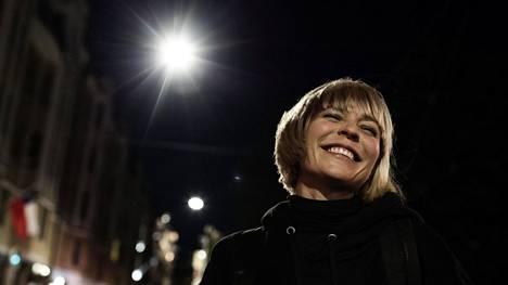Paula Vesala on opetellut hidastamaan tahtia, että ehtisi nauttia elämästä.