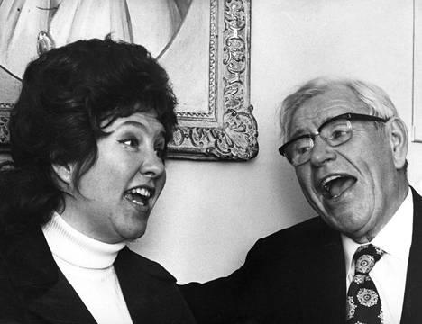 Georg Malmstén yhdessä tyttärensä Ragni Malmsténin kanssa keväällä 1972.