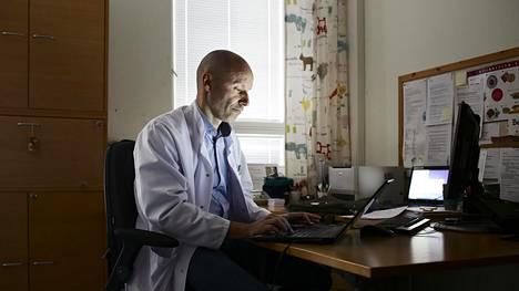 Diabeteslääkäri  Timo Valle ei kiellä lääke teollisuuden vaikutusta lääkäreihin. Lääkeyhtiöt maksoivat 2015 hänelle 87 000 euroa, joka on iso osuus hänen 202 000 euron ansiotuloistaan.