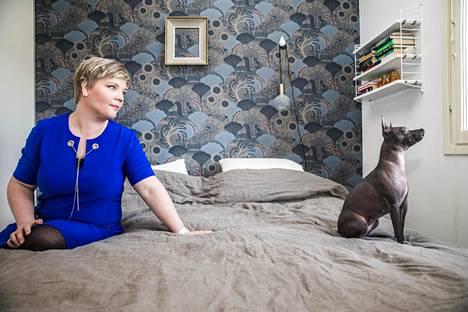 Mira Ahjoniemi on kahden Facebook-ryhmän ylläpitäjä. Hänen poisti keskustelun lemmikkien konmarittamisesta.