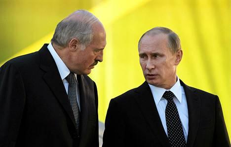 Presidentit Aljaksandr Lukašenka ja Vladimir Putin Valko-Venäjän pääkaupungissa Minskissä keskiviikkona.