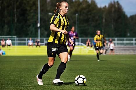 Hongan keskikenttäpelaaja Marianna Tolvanen teki karsintalohkossa kaksi maalia. Kuva heinäkuun Naisten liigan ottelusta FC Ålandia vastaan.