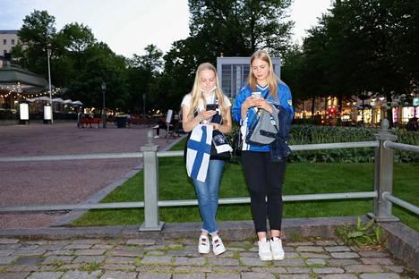 Julia Janhunen (vas.) ja Sofia Sihvola olivat tulleet paikalle Vantaalta.
