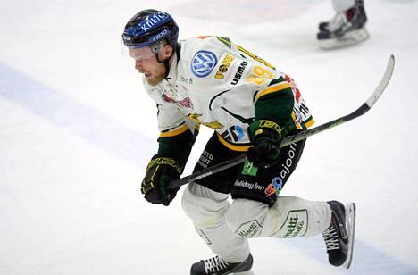 Antti Tyrväinen sai yhdeksän ottelun pelikiellon Kristian Kuuselan taklaamisesta sääntöjen vastaisesti.