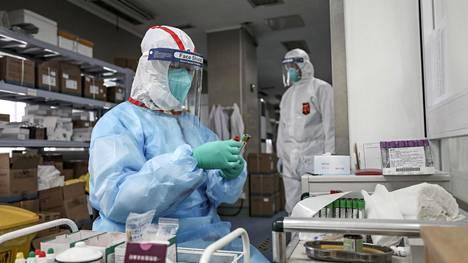 Tutkijat muistuttavat, että uudesta koronaviruksesta tiedetään vasta hyvin vähän.
