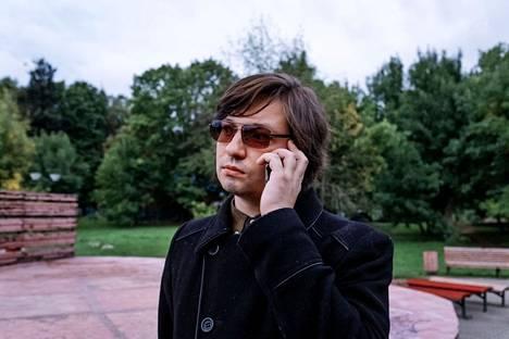 Moskovalainen Oleg Bulajev osallistuu kommunistipuolueen ehdokkaan vaalikampanjaan. Hän kuuluu puolueen nuorison vasemmistolaiseen laitaan, jonka mielestä puolueen pitäisi olla oikea oppositiopuolue.