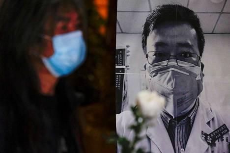 Uudesta koronavirustaudista kertonutta silmälääkäri Li Wenliangia muisteltiin Hongkongissa 7. helmikuuta.