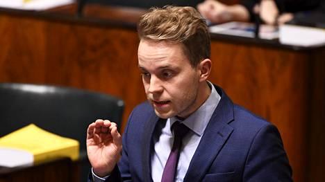 Kansanedustaja Petri Honkonen (kesk) kuvattiin eduskunnassa marraskuussa.