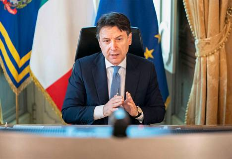 Italian pääministeri Giuseppe Conte osallistui EU:n ja jäsenmaiden johtajien videokokoukseen virka-asunnossaan Chigin palatsissa Roomassa torstaina.