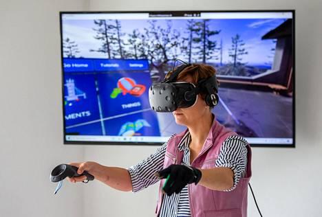 Virtual Real Life -yhtiön omistaja Jana Trada esitteli VR-laseja Ostravassa Tšekissä elokuussa 2019.