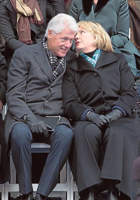 Bill ja Hillary Clinton ovat onnistuneet keräämään vaalirahoitusta satoja miljoonia euroja.