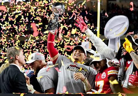 Ympäri maailmaa seurattiin sunnuntaina Yhdysvalloissa pelattua amerikkalaisen jalkapallon finaaliottelua Super Bowlia. Mestaruuden voitti Kansas City Chiefs.