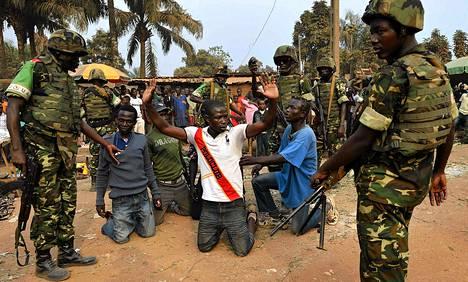MISCAn burundilaiset sotilaat pidättivät anti-Balakaan kuuluvia asemiehiä Banquissa Keski-Afrikan tasavallassa keskiviikkona.