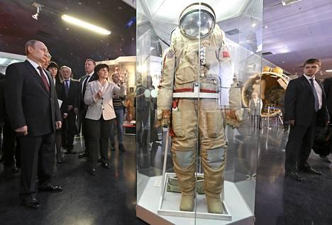 Venäjän presidentti Vladimir Putin vieraili Moskovan kosmonauttimuseossa perjantaina.