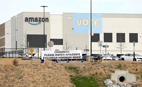 Alabaman Bessemerissä varastokeskuksen työntekijät äänestivät helmi-maaliskuussa ammattiliittoon liittymisestä.