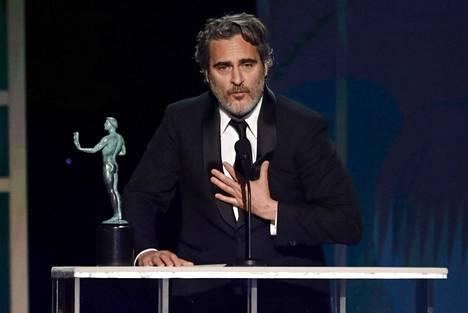 Joaquin Phoenix otti vastaan palkinnon parhaasta miespääosasta Screen Actors Guild Awards -gaalassa tammikuussa.