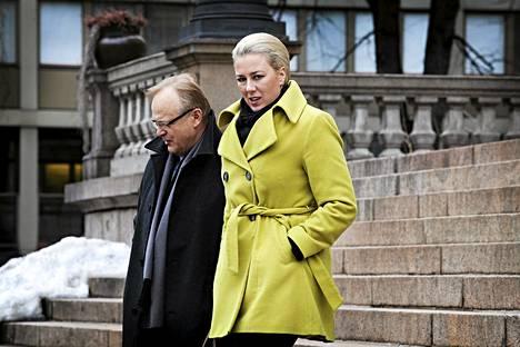 Työministeri Lauri Ihalainen ja valtionvarainministeri Jutta Urpilainen osallistuivat budjettiriiheen Säätytalolla torstaina.