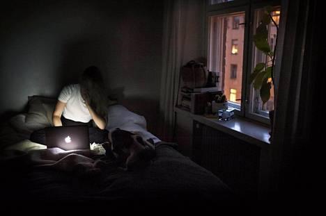 Kun työ tunkeutuu vahvasti kodin alueelle, siitä ei ehdi palautua työpäivän jälkeen.