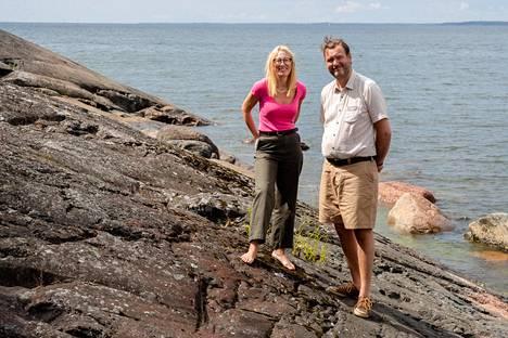 """Suuren osan vapaa-ajastaan Pellingin saaristossa viettävät Sophia Jansson ja Roleff Kråkström vetävät laajaa varainkeruuhanketta Itämeren hyväksi. """"Tämä meri on suojelemisen arvoinen"""", Kråkström sanoo."""