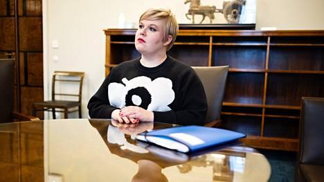 Keskustan puheenjohtaja, valtiovarainministeri Annika Saarikko HS:n haastattelussa eduskunnassa keskiviikkona.