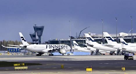 Matkustajakoneita Helsinki-Vantaan lentokentällä 18. toukokuuta.