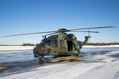 NH90-helikopteri oli Rovaniemellä maaliskuussa 2015.