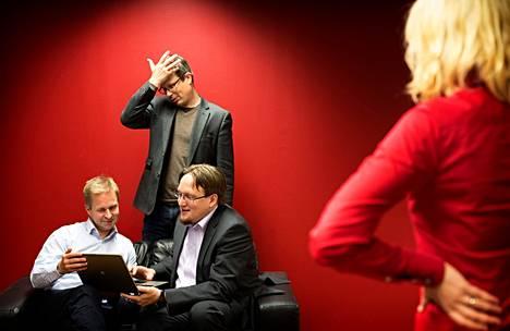 Jarkko Vehviläinen (vas.), Jussi Myllylä ja Jarkko Jokelainen ovat kehittäneet Flexvee-boxin vuorovaikutteiseen television katseluun.