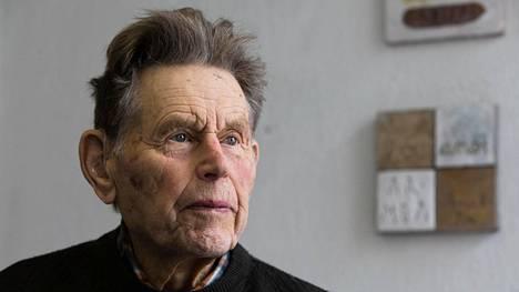 Ympäristöfilosofi, kalastaja Pentti Linkolan elämäkerta julkaistiin keskiviikkona Helsingissä.